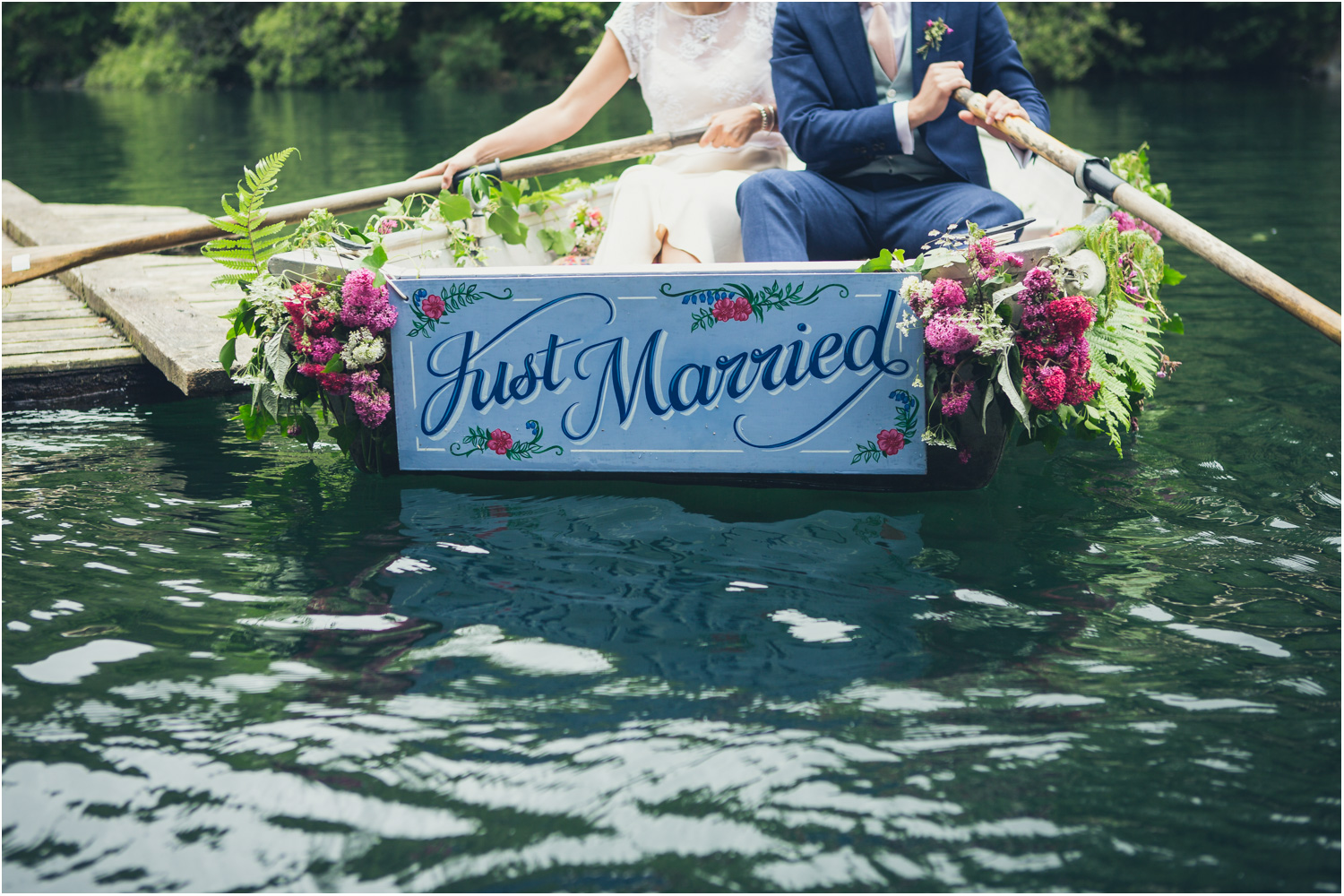 14 just married painted sign on wedding boat appleBimages